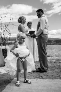 Funny Wedding Photobombs 3 5a00819c2982d__700